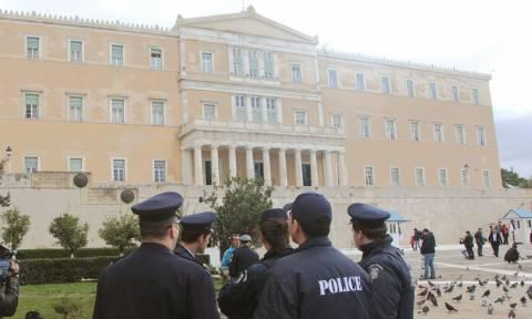 Αλλαγές στο σύστημα ασφαλείας της Βουλής - Με πολιτικά οι αστυνομικοί