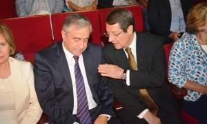 Αναστασιάδης και Ακιντζί παρακολούθησαν παράσταση με τα δεινά της Κύπρου (photos)