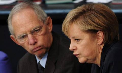 Bloomberg: Βαθαίνει το χάσμα μεταξύ Μέρκελ-Σόιμπλε για την Ελλάδα