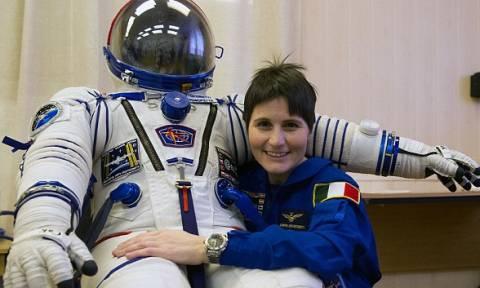 Η 38χρονη Ιταλίδα που έσπασε το ρεκόρ συνεχόμενης παραμονής στο διάστημα