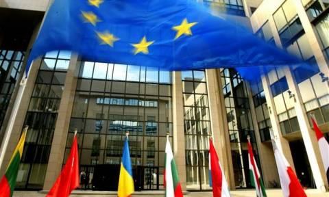 FT: Η «εγγραφολογία» μεταξύ Αθήνας και Βρυξελλών συνεχίζεται