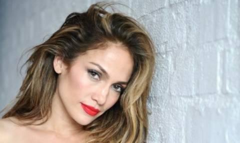Αυτό δεν πρέπει να το χάσετε: Η Jennifer Lopez «ανάβει φωτιές» στο νέο της βίντεο κλιπ