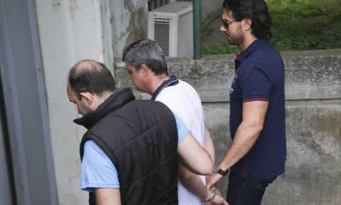 Ζητά να δει ψυχίατρο ο παιδοκτόνος αστυνομικός που στραγγάλισε την κόρη του