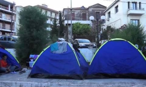 Μυτιλήνη: Ουρές από μετανάστες έξω από οίκο ανοχής (video)