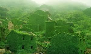 Η φύση «αγκαλιάζει» ένα εγκαταλελειμμένο χωριό (photos)