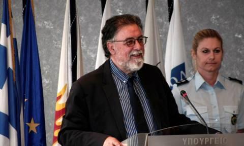 Πανούσης: Ψυχιατρικός έλεγχος και στους πολιτικούς για να μην γίνουμε φρενοκομείο