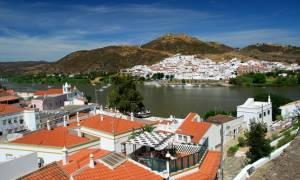 Το ηλιόλουστο χωριό που προσφέρει 5.000 ευρώ για... κάθε νεογέννητο!