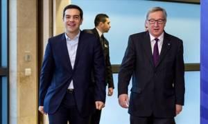 Γιούνκερ: Είμαστε σε διαρκή επαφή με Λαγκάρντ και Τσίπρα