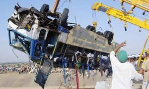 Ινδία: Ηλεκτροφόρο καλώδιο «σκότωσε» 17 επιβάτες λεωφορείου