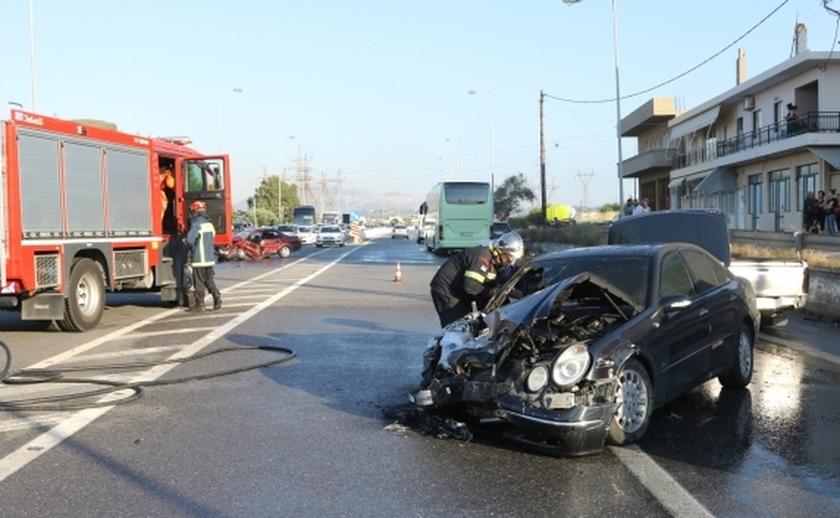 Κρήτη: Σοβαρό τροχαίο με τραυματίες στον ΒΟΑΚ - Αυτοκίνητα τυλίχθηκαν στις φλόγες (pics)