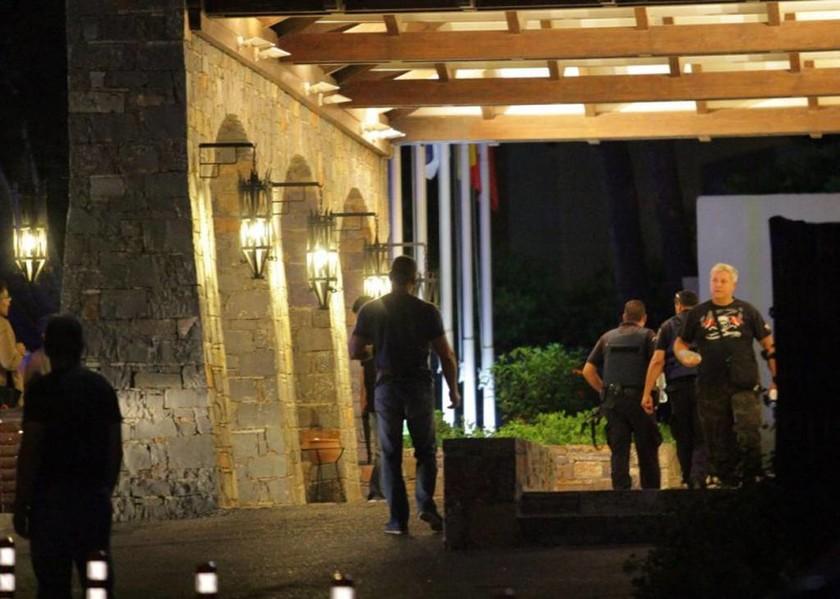 Πανικός σε ξενοδοχείο από εισβολή ληστών με καλάσνικοφ (Photos)