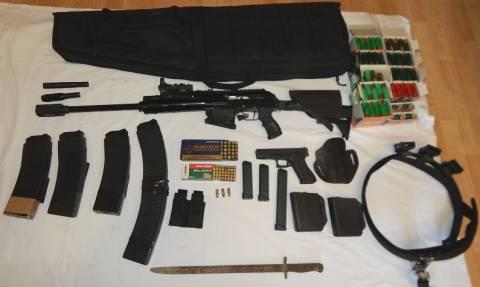 Ρέθυμνο: 45χρονος έκρυβε όπλα και 150.000 ευρώ στο σπίτι του
