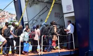 Μεταφορά περίπου 2.000 μεταναστών με έκτακτο δρομολόγιο στον Πειραιά