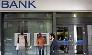 FT: Η Ελλάδα απέχει 4 - 6 εβδομάδες από έλεγχο κεφαλαίων