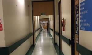 Ανατριχιαστικό: Φάντασμα παιδιού στους διαδρόμους νοσοκομείου (photos)