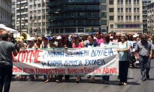 Συγκέντρωση διαμαρτυρίας καθαριστριών στην Αθήνα - Κλειστή η Σταδίου (Photos - Video)