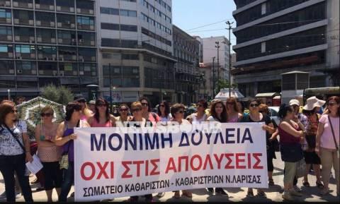 Κινητοποίηση καθαριστριών στην Αθήνα - Άνοιξε η Σταδίου