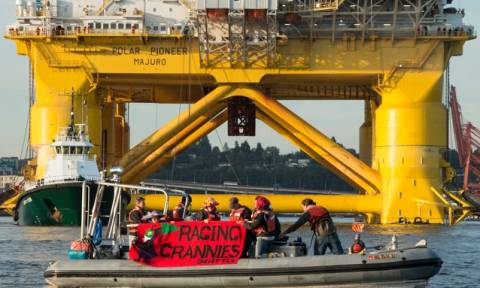 Οικολόγοι περικύκλωσαν πλατφόρμα της Shell στις δυτικές ΗΠΑ (photos)