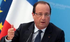 Ολάντ: Πρέπει να γίνουν τα πάντα ώστε η Ελλάδα να παραμείνει στην Ευρωζώνη