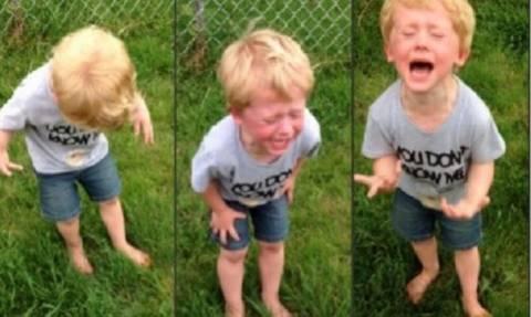 Απίστευτο: Δείτε για ποιο λόγο αυτό το παιδάκι ουρλιάζει! Δεν πάει ο νους σας