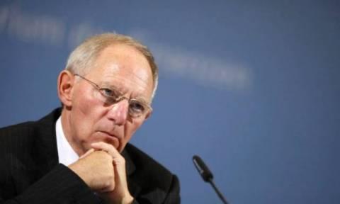 Σόιμπλε: Βοήθεια μόνο έναντι αντιπαροχών - Να παραμείνει στο πρόγραμμα το ΔΝΤ