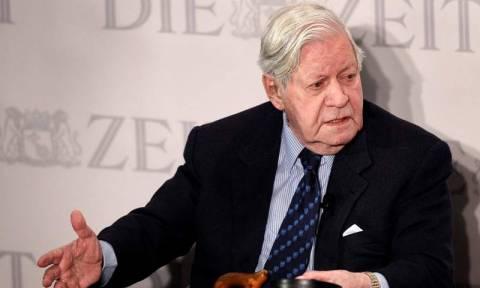 Χέλμουτ Σμιτ: Χρειάζεται μεγάλη διαγραφή του ελληνικού χρέους