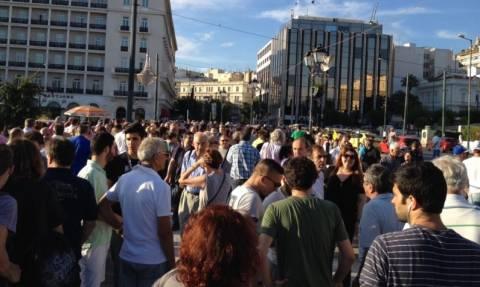 Συγκέντρωση με σύνθημα «Μένουμε Ευρώπη» στο Σύνταγμα (Photos)