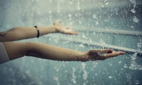 Καιρός: Με βροχές και καταιγίδες θα κυλήσει και το Σαββατοκύριακο