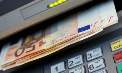 Reuters: Εκροή καταθέσεων ύψους 1.2 δισ. ευρώ μόνο την Παρασκευή