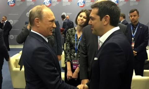 Ο συμβολισμός της ομιλίας Τσίπρα, το χαμόγελο του Πούτιν και το μήνυμα στην Ευρωπαϊκή Ένωση