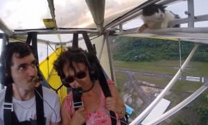 Το αστείο βίντεο της ημέρας: Γάτα τρύπωσε μέσα στο πιλοτήριο και ξύπνησε στον «αέρα»