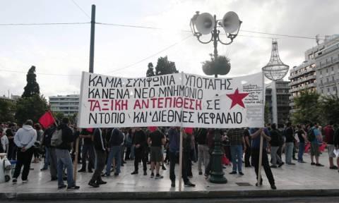 Συγκέντρωση αντιεξουσιαστών απέναντι από τη Βουλή (photos)