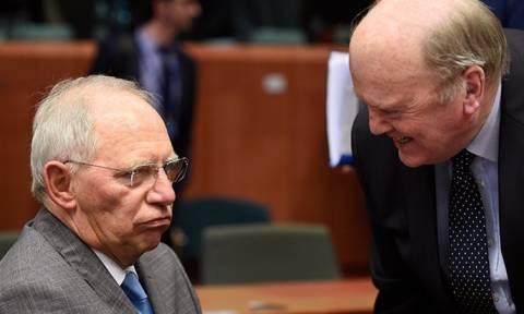 Financial Times: Σόιμπλε και Νούναν ζήτησαν capital controls για την Ελλάδα