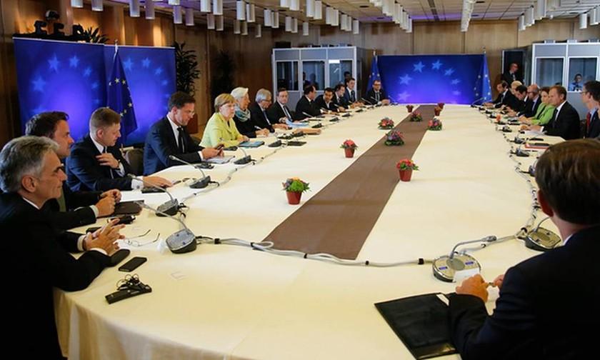 Πως κάθισαν οι ηγέτες στη Σύνοδο Κορυφής (pics)
