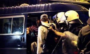 Συλλήψεις 32 ατόμων για τα επεισόδια έξω από τη Βουλή