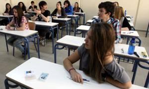 Βάσεις 2015: Πόσοι υποψήφιοι αρίστευσαν στις Πανελλήνιες εξετάσεις