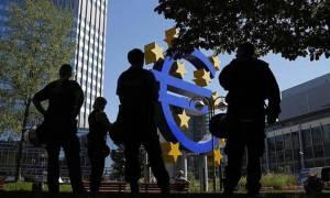 ΕΚΤ: Με το δάχτυλο στη σκανδάλη του όπλου που στοχεύει την Ελλάδα
