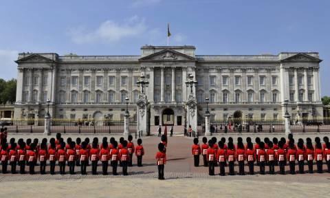 Η Βασίλισσα Ελισάβετ εγκαταλείπει το ετοιμόρροπο Μπάκιγχαμ