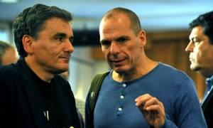 Eurogroup: Μαζί Βαρουφάκης και Τσακαλώτος στη συνεδρίαση