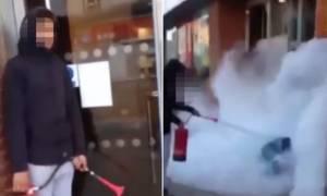 Επίθεση - σοκ σε άστεγο:  Του έριξαν με πυροσβεστήρα! (video)