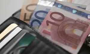 Αποσύρει η κυβέρνηση την πρόταση για αύξηση εισφοράς στις επικουρικές και τις κύριες συντάξεις