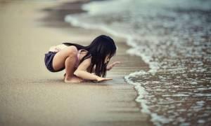 Αυτά είναι τα μαγικά τρικ για να μην φοβάται το παιδί τη θάλασσα