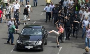 Ολάντ: Κατήγγειλε το χθεσινό κύμα βίας στις κινητοποιήσεις κατά της Uberpop (video)