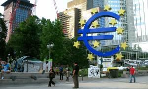 Bloomberg: Η απειλή της μικρής Ελλάδας στην αξιοπιστία του ευρώ