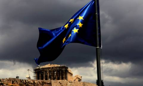 Kurier: «Ερωτική εξομολόγηση» στην Ελλάδα – «Ολοένα και φτωχότεροι οι Έλληνες αλλά όχι στην καρδιά»
