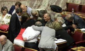 Δημοψήφισμα – Βαρουφάκης: Στο επίκεντρο της… μισής Βουλής ο υπουργός Οικονομικών! (photos)