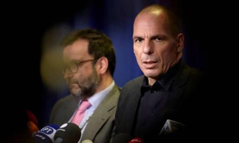 Δημοψήφισμα - Βαρουφάκης: Εξετάζουμε capital controls από σήμερα και κλειστές τράπεζες αύριο