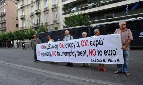 Συγκέντρωση από μέλη της ΑΝΤΑΡΣΥΑ στη Βουλή (photos)