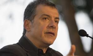Δημοψήφισμα 2015 - Στον... κόσμο του ο Θεοδωράκης – Καλεί σε debate τον Τσίπρα