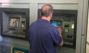 Capital controls: Ανοίγουν σταδιακά τα ΑΤΜ για αναλήψεις υπό το νέο καθεστώς (Video)
